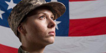 osoby transpłciowe armia zakaz biden trump