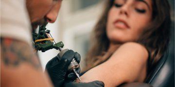 wsparcie dla salonów tatuażu i piercingu